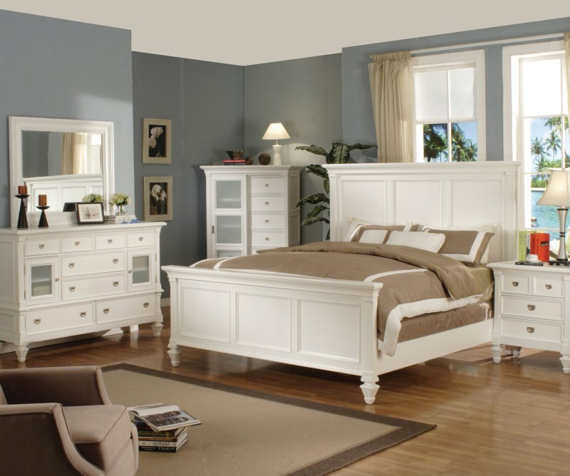White itself a royal color and give your bedroom a perfect look