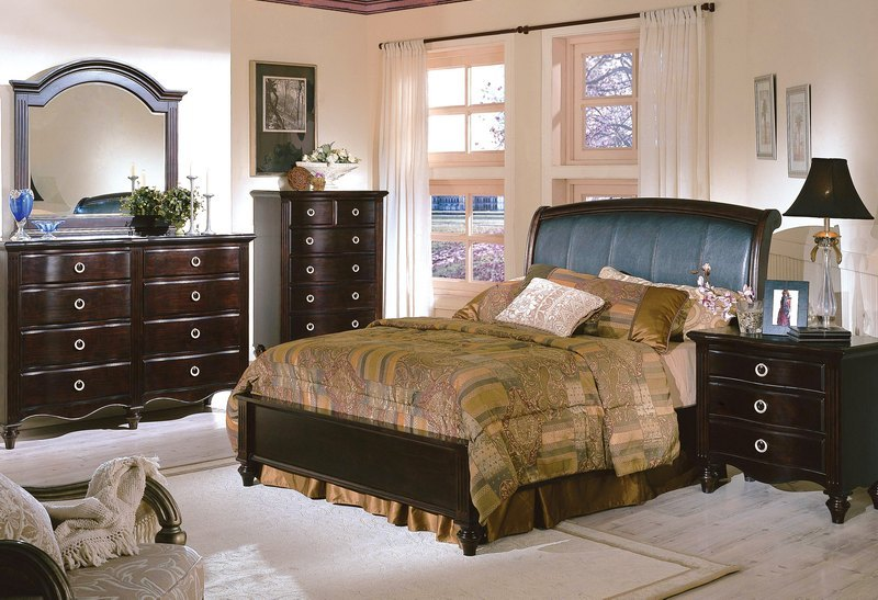 Bedroom suites in classical design at reasonable prices