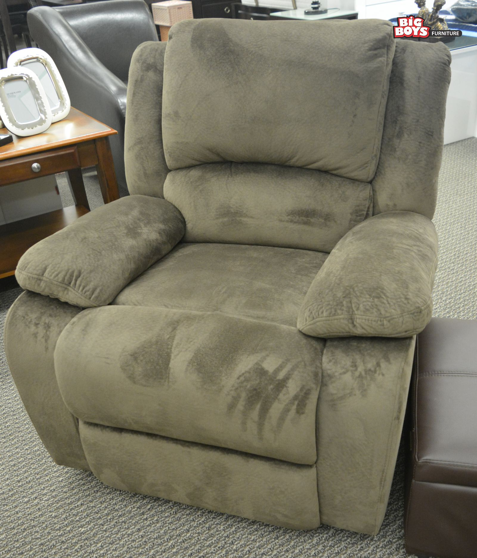 Big Boys Furniture offers different range of Reclining Chairs